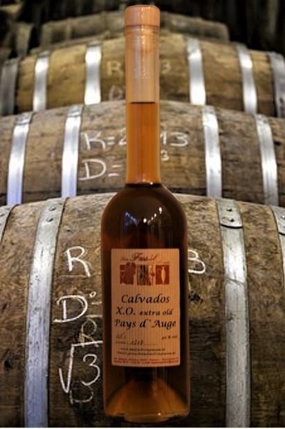 Calvados X.O. extra old  Pays d`Auge 40 % Vol.